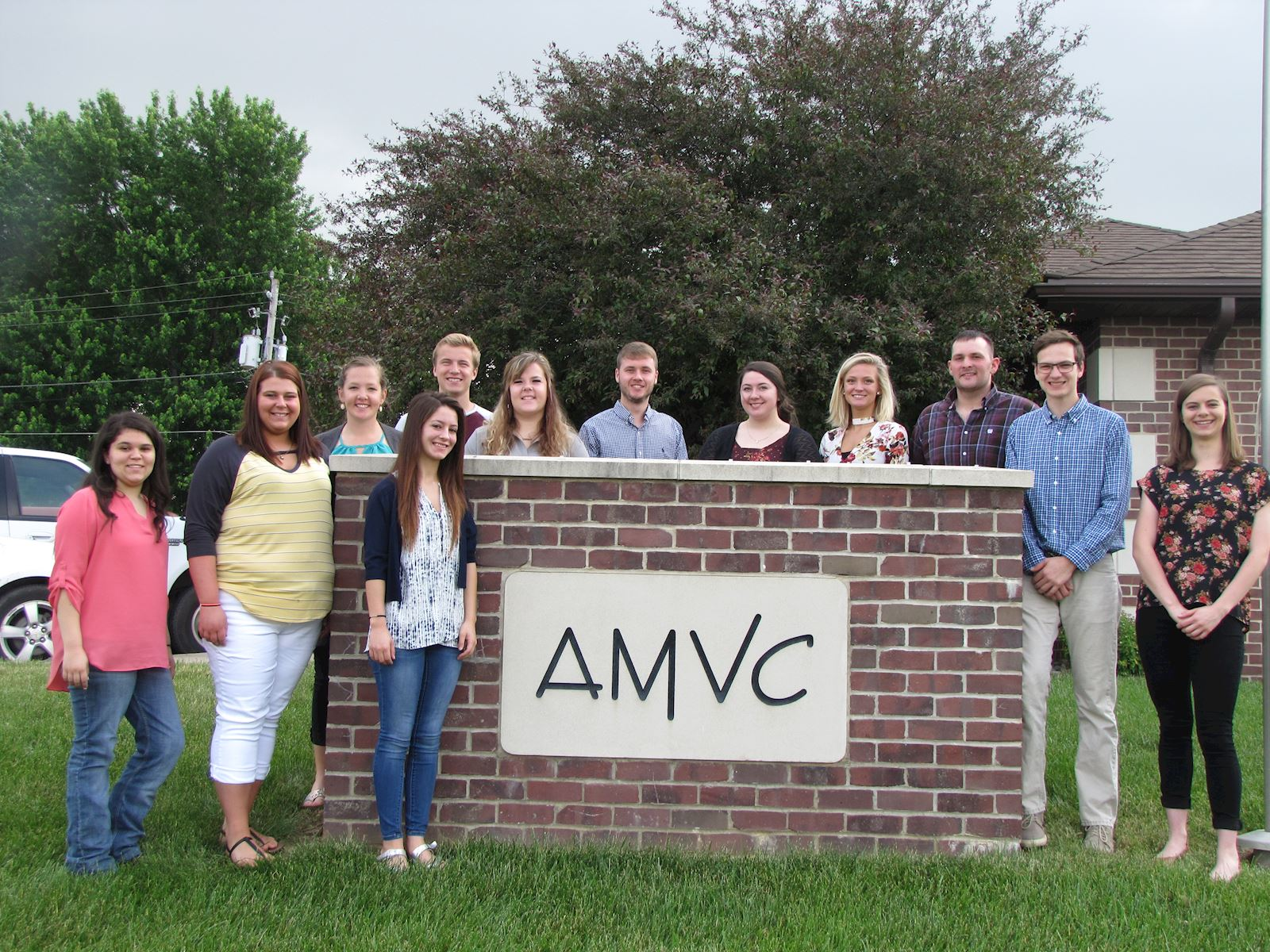 Students intern with AMVC to learn about pigs