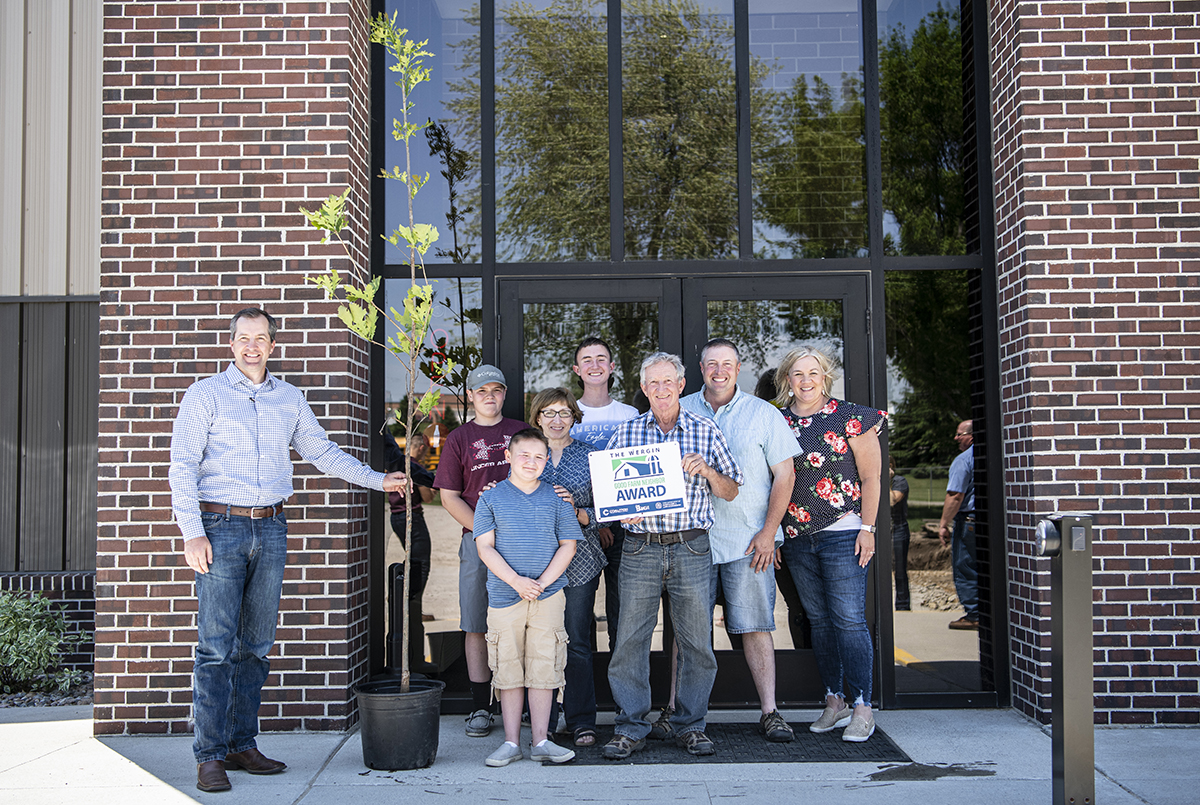 Hansen Family Awarded Good Neighbor Award