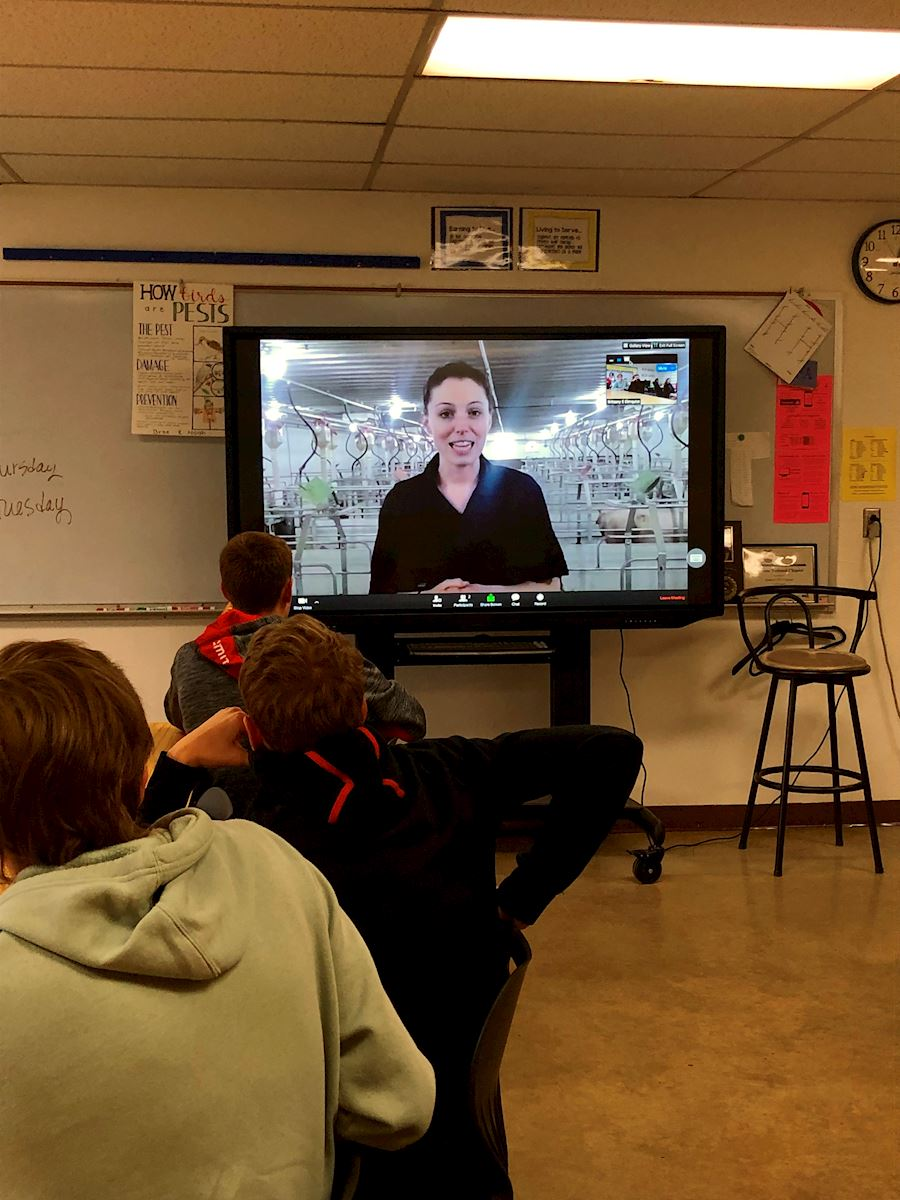 Students take virtual field trip to AMVC sow farm